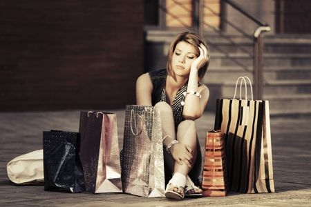 450-473159732-young-fashion-woman-with-shopping-bags